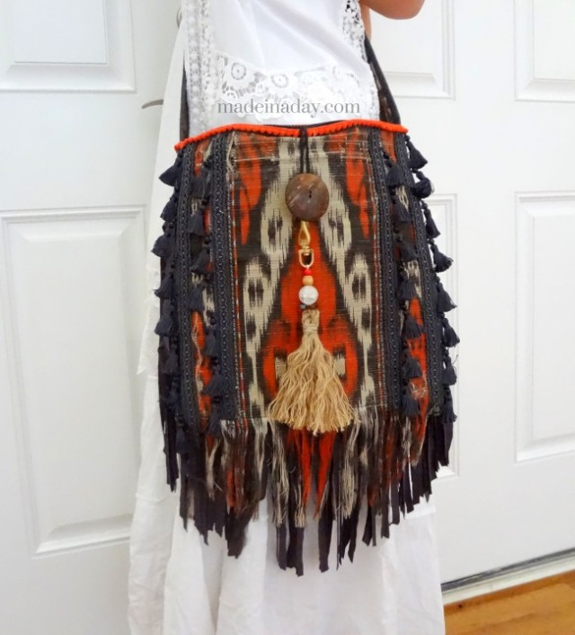 DIY-Bohemain-Tassel-Purse-madeinaday.com--650x719