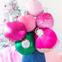 Kelly's adorable #DIY Bauble Ornament Pillows
