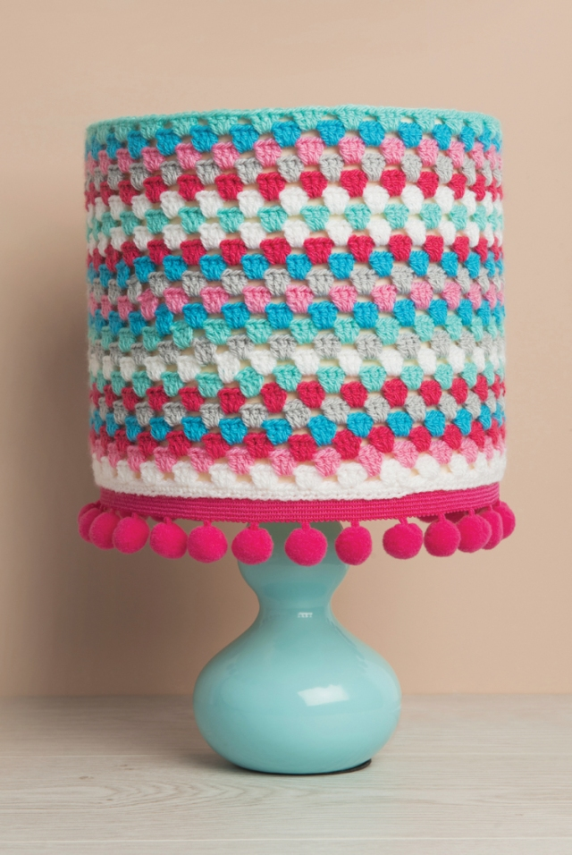 crocheted-lampshade
