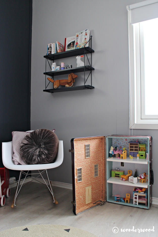 diy-suitcase-dollhouse