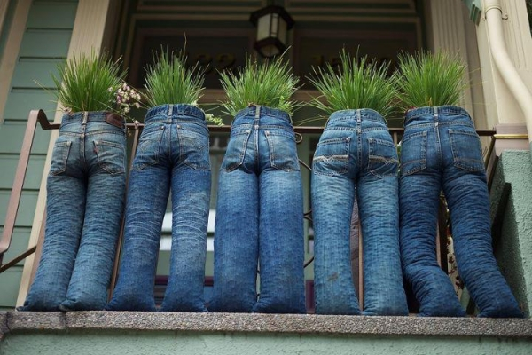 Denim jeans into planters