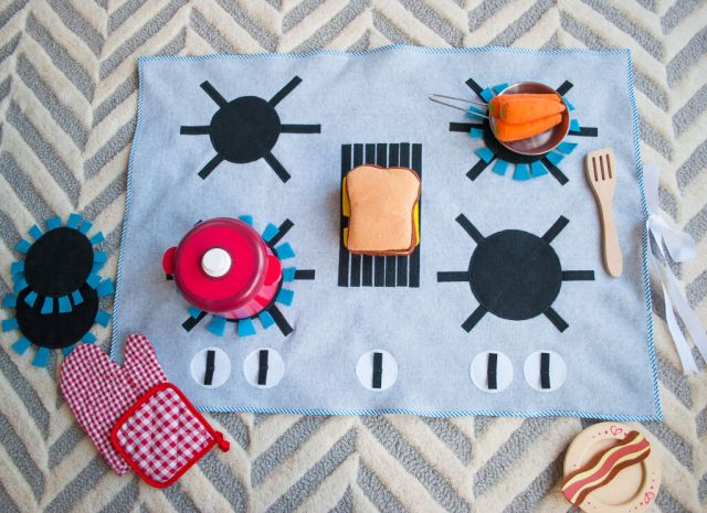 felt-stove-diy-kids-play-kitchen