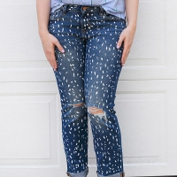 Simple Painted Jeans #Refashion