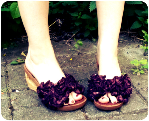 diy crocheted sandal embellishment refashion