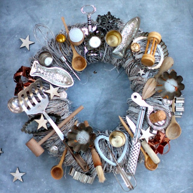 DIY-vintage-kitchen-wreath-for-the-holidays