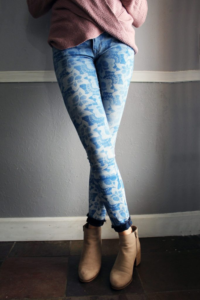 Easy-upcycle-jean-refashion-DIY.-Use-lace-to-create-a-stencil
