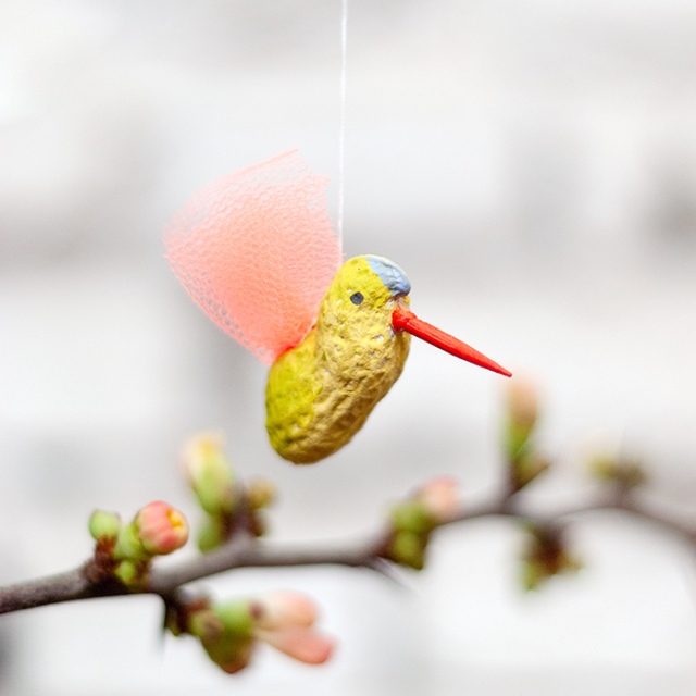 diy upcycled hummingbird